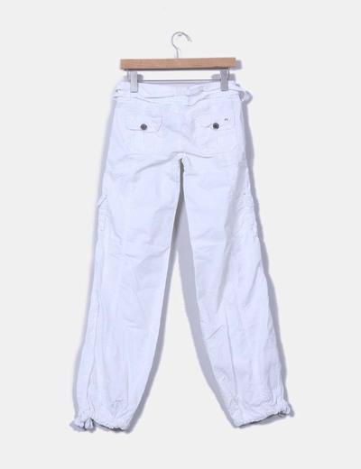 Pantalon blanco sport detalle bolsillos