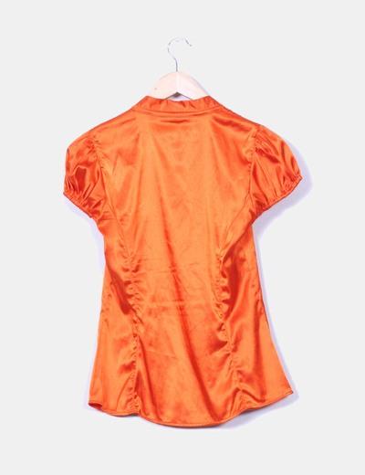 Blusa naranja satinada de manga corta