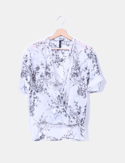 Top floral semitransparente escote en pico