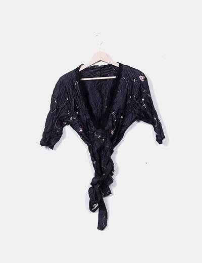 Blusa negra escote pico