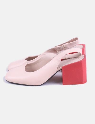 Zapato de tacón bicolor destalonado