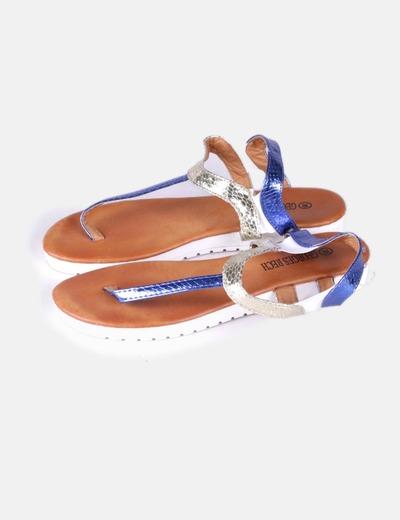 Sandalia de tiras tricolor