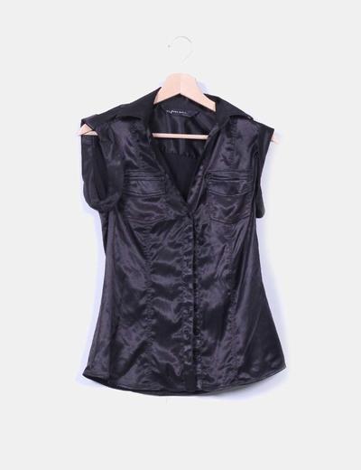 Camisa negra satinada manga corta Zara