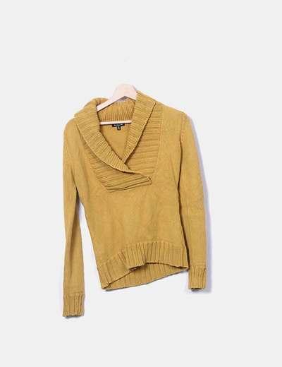 Jersey tricot mostaza con cuello pico