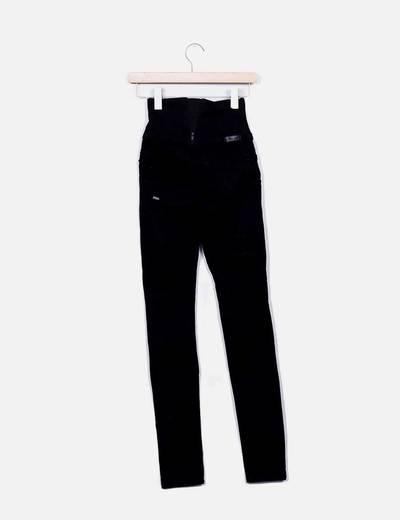 Jeans denim tiro alto negro push up