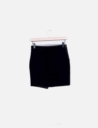 Mini falda combinada polipiel negra con tachas