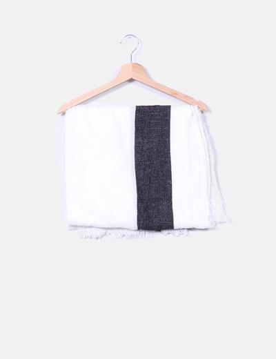 Bufamanta blanca y gris Zara