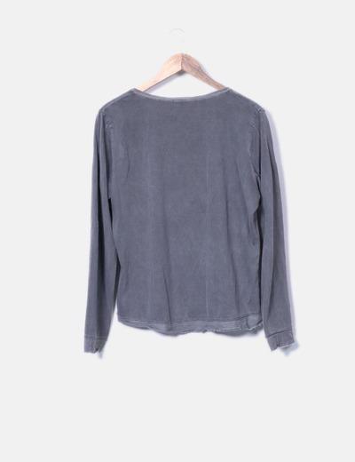 Camiseta gris efecto doble
