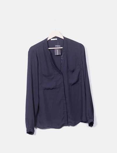 Blusa gris con bolsillos