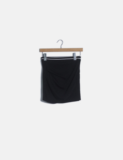 Falda mini negra cintura raya blanca
