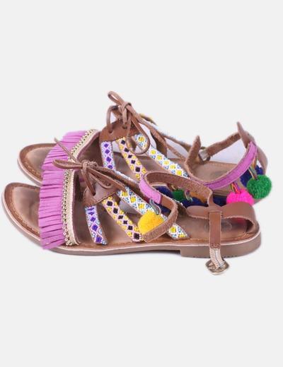 Sandalia marrón abalorios