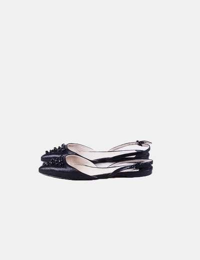 Zapato negro abierto con abalorios