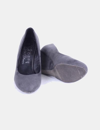 Zapato gris de cuna tacto suave