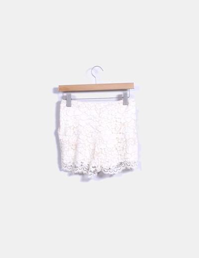 Short combinado con crochet color nude