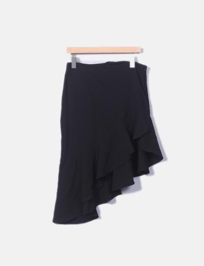 Falda negra asimétrica