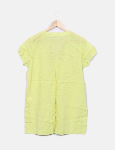 Blusa amarilla con tachas
