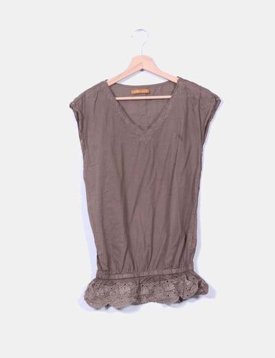Blusa marrón bordada troquelada sin mangas Love & Money