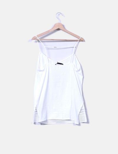 Blusa blanca de tirantes detalle troquelado