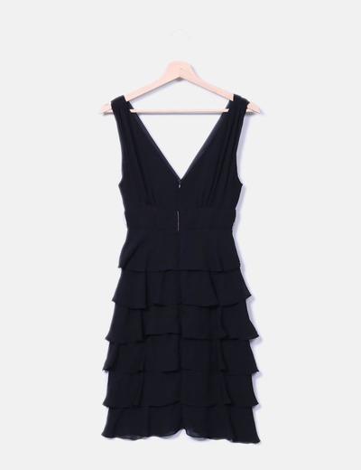 Vestido negro de seda con volantes
