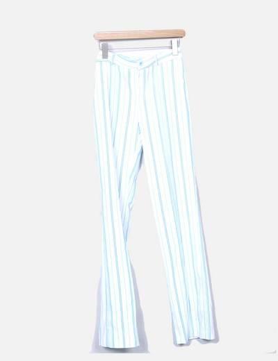 Conjunto de blazer y pantalon blancos con rayas azules