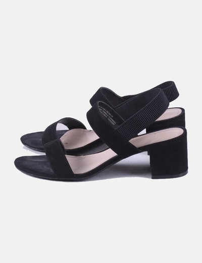 Sandalia negra tacón H&M