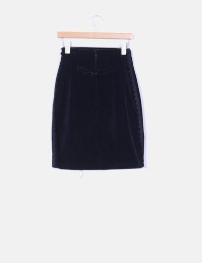 Falda midi negra aterciopelada