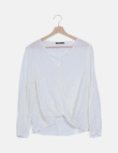 Blusa blanca escote cruzado manga larga