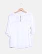 Blusa blanca con bordado ONLY