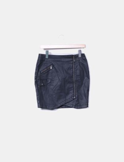 Minifalda efecto cera negra Guess