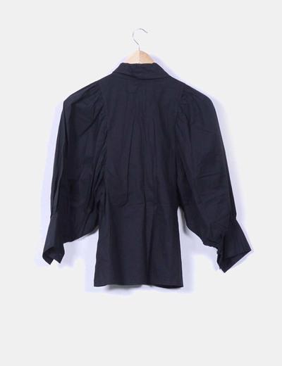 Camisa negra mangas abullonadas