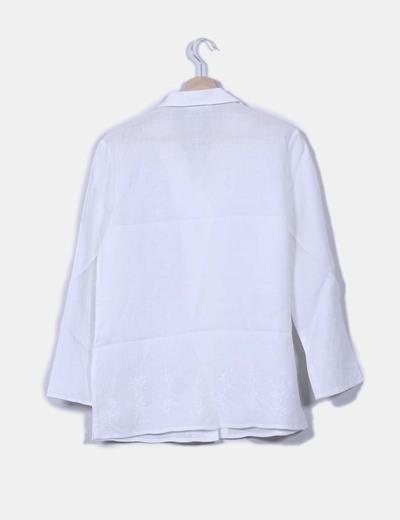 Casaca blanca bordada