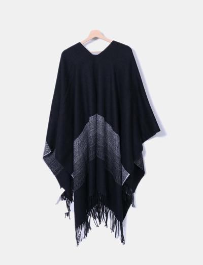 Capa de lana bicolor con flecos