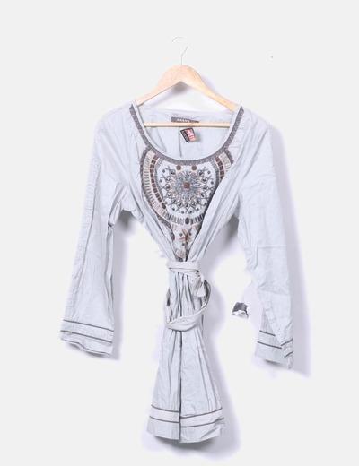 Vestido gris bordado con abalorios