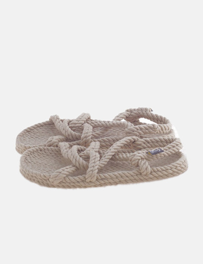 Sandalia plana de rafia