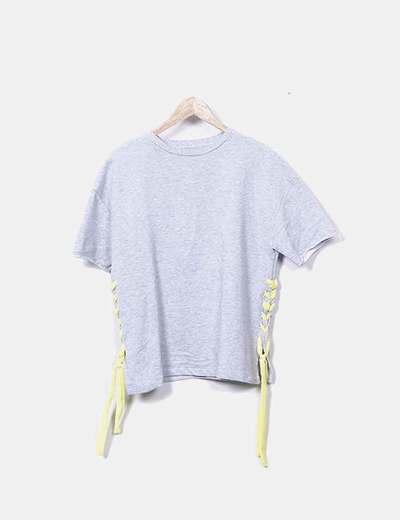 Camiseta gris trenzado amarillo