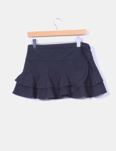 Mini falda negra con volantes
