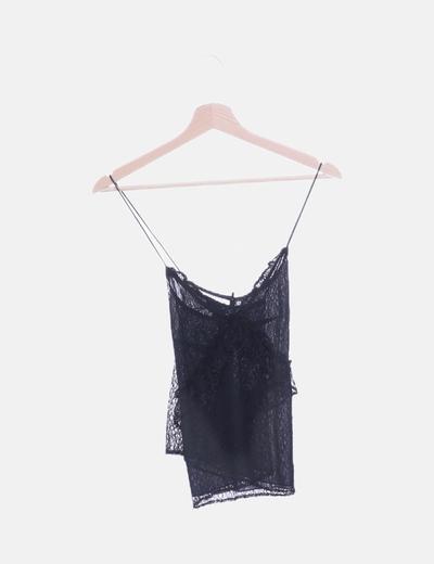 Camiseta negra encaje cruzada
