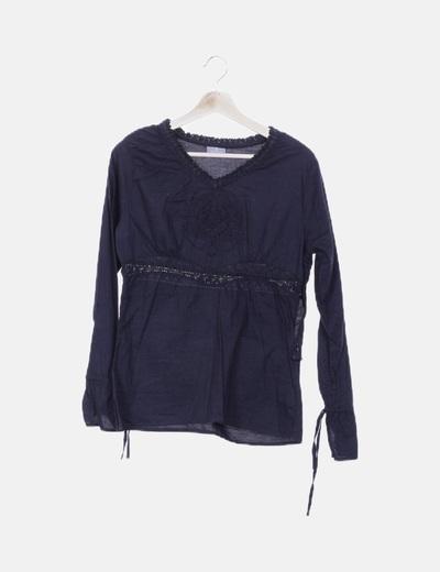 Blusa negra bordada con abalorios