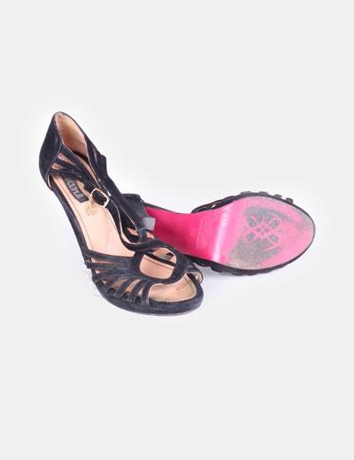 Sandalias negras con hebilla de ante