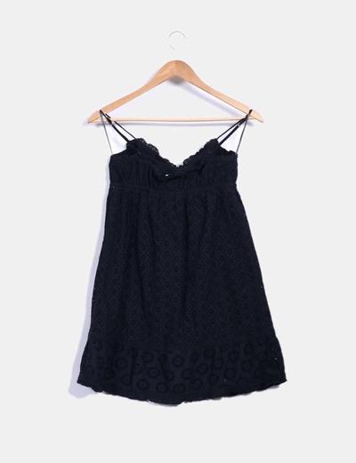 Blusa tirantes negra combinada con crochet