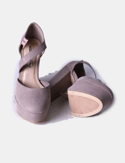 Zapato taupe con plataforma