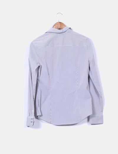 Camisa a rayas gris y blanca