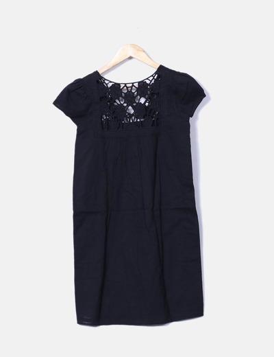 Vestido mini negro con crochet escote