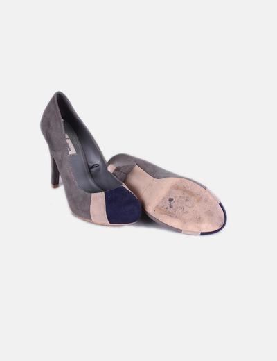 Zapatos de antelina gris puntera azul marino