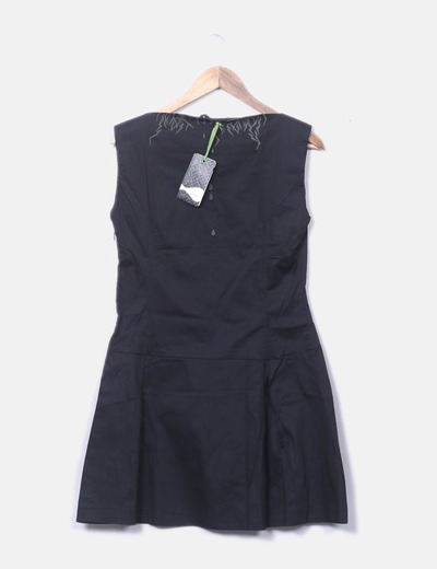 Vestido negro falda plisada
