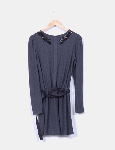 Vestido gris marengo combinado con puntilla