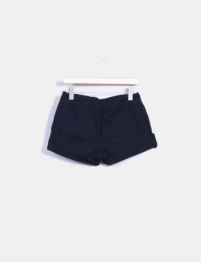 Pantalon corto con dobladillo