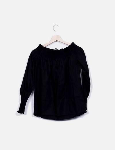 Blusa negra cuello barco