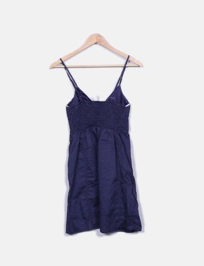 Vestido azul marino con puntilla