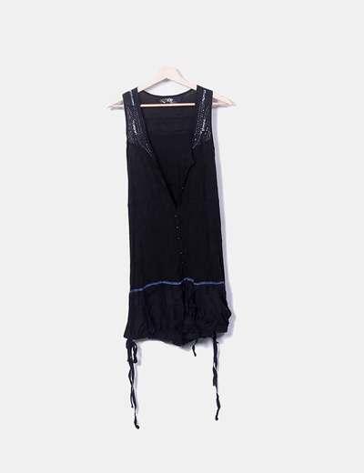 Camiseta larga negra detalle abalorios Desigual